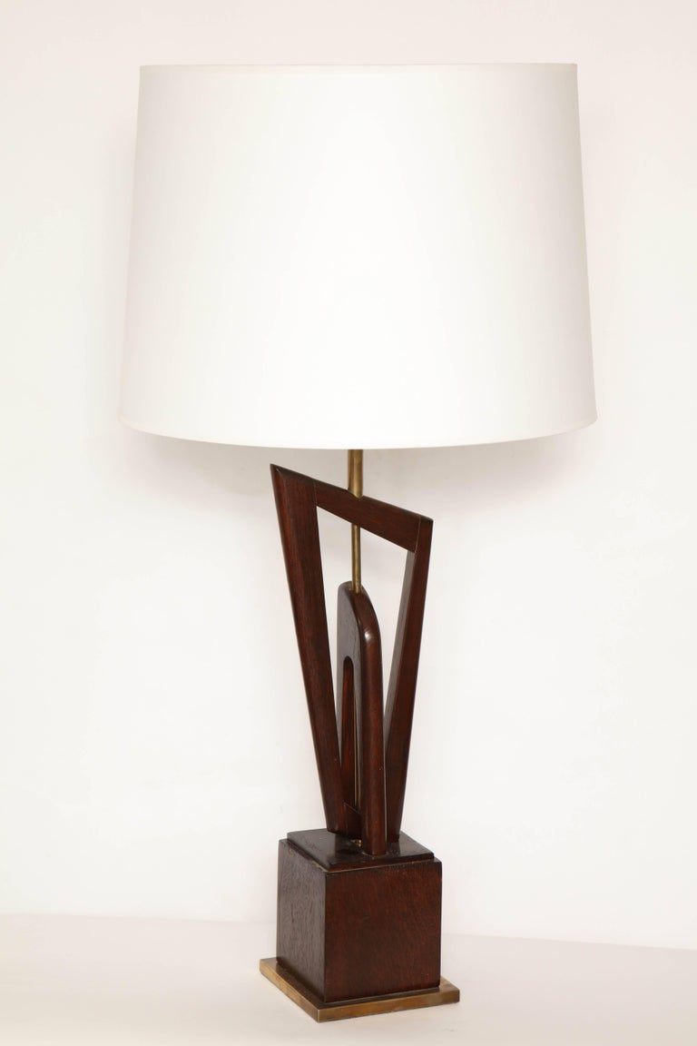 Mid-Century Modern Pair of Mid-Century, 1950s Sculptural Wood and Brass Table Lamps For Sale