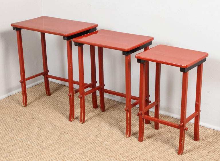 Chinoiserie Lacquered Nesting Tables In Good Condition For Sale In Los Angeles, CA