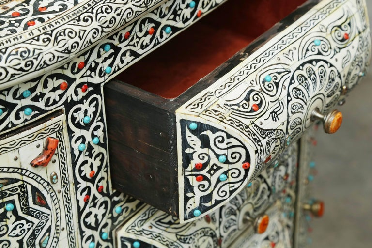 Superb Vintage Vanity with Semi-Precious Stones from Morocco For Sale 1
