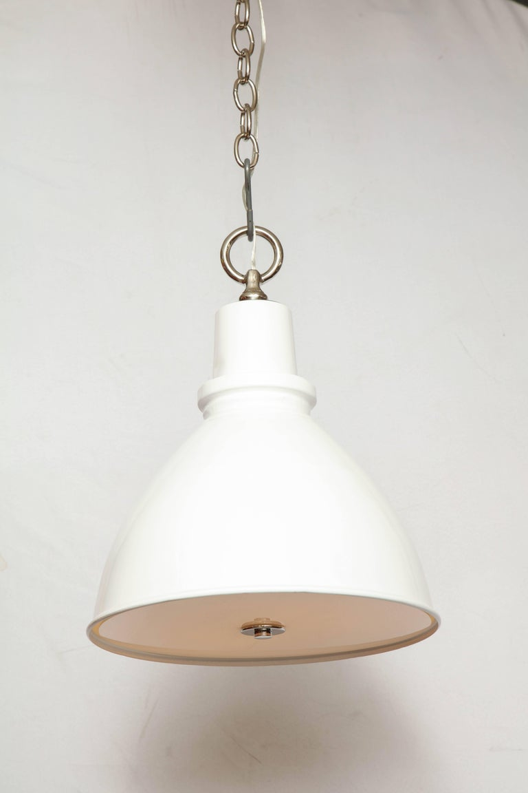 Highlander Light with Diffuser White In Excellent Condition For Sale In New York, NY