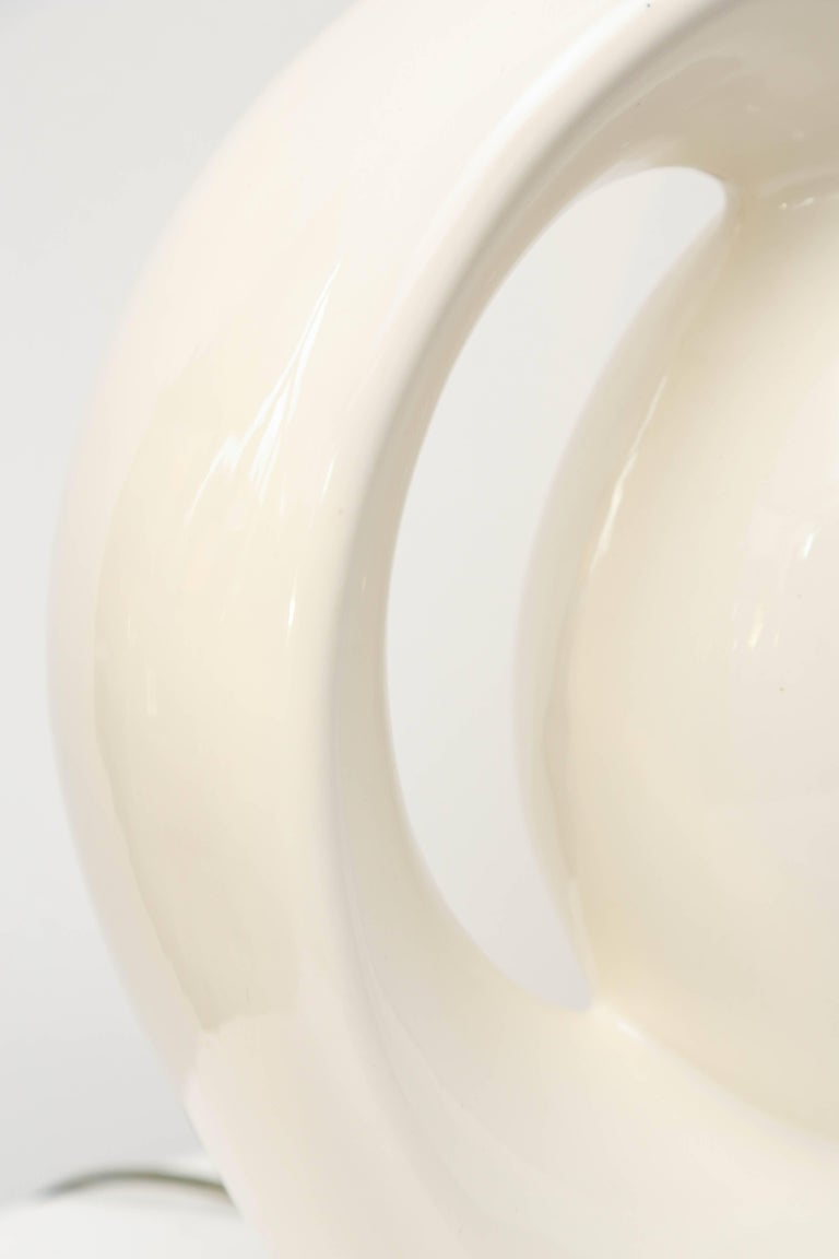 Mid-Century Modern White Ceramic Lamp, 1960s, USA In Excellent Condition For Sale In Miami, FL