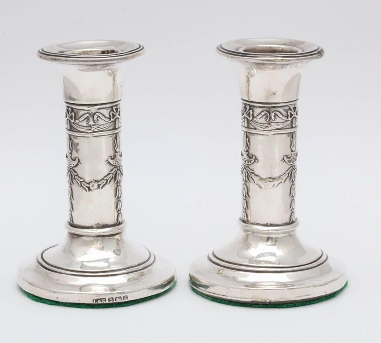 English Pair of Small Edwardian Sterling Silver Candlesticks For Sale