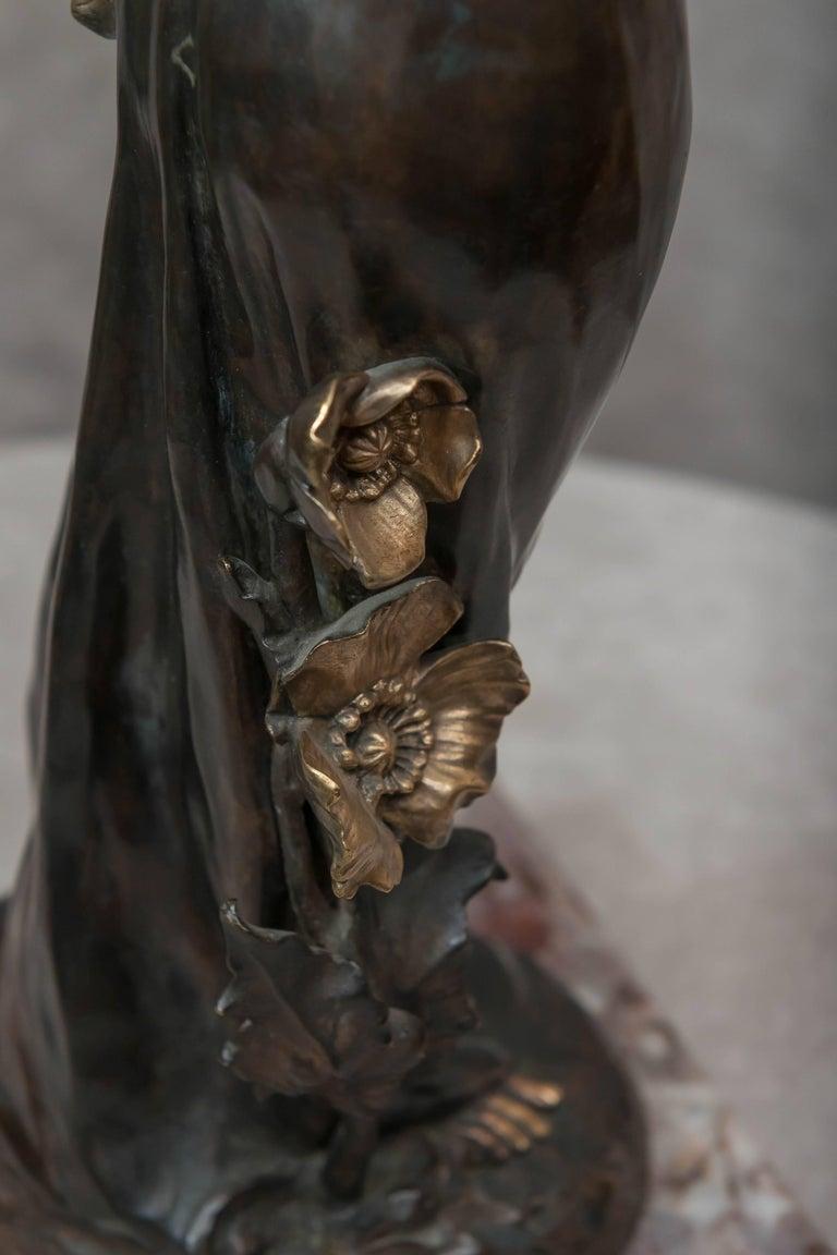 Art Nouveau Bronze Figure of a Young Woman For Sale 2