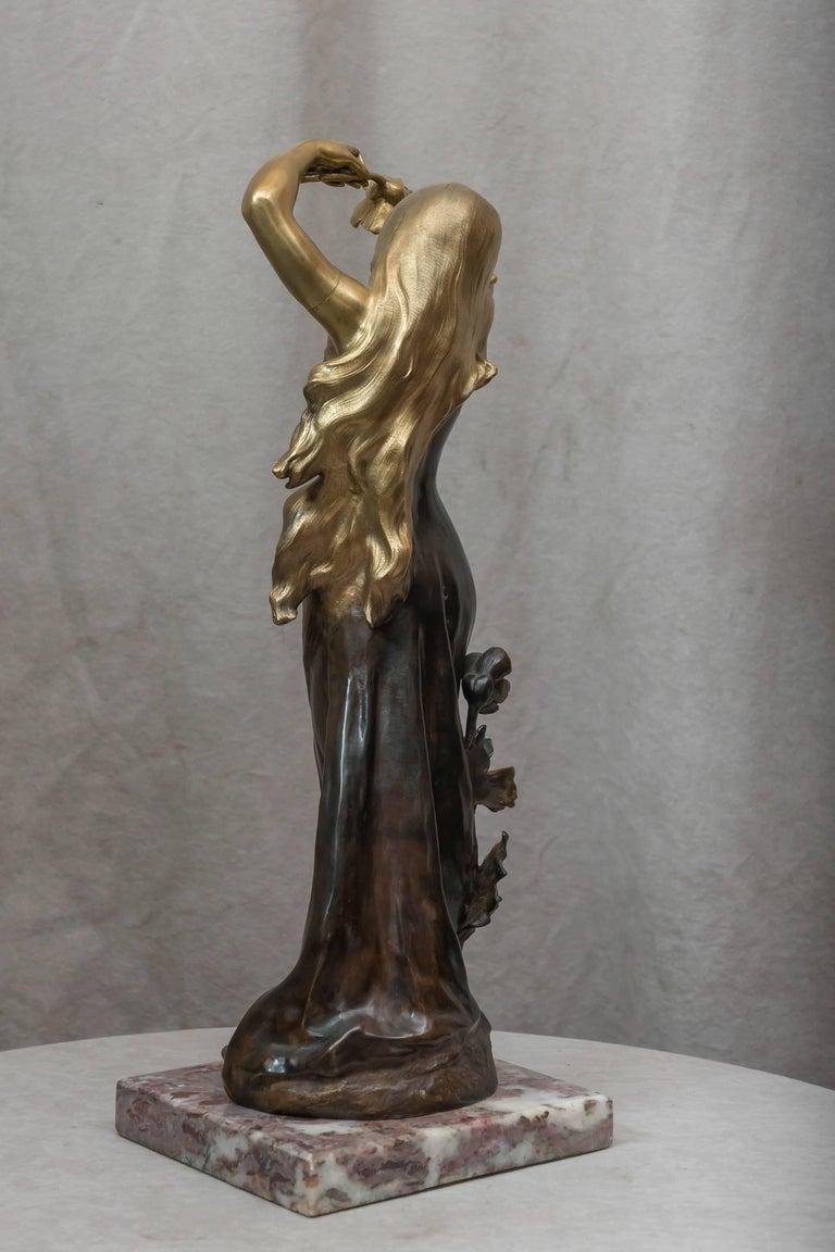 Art Nouveau Bronze Figure of a Young Woman For Sale 3