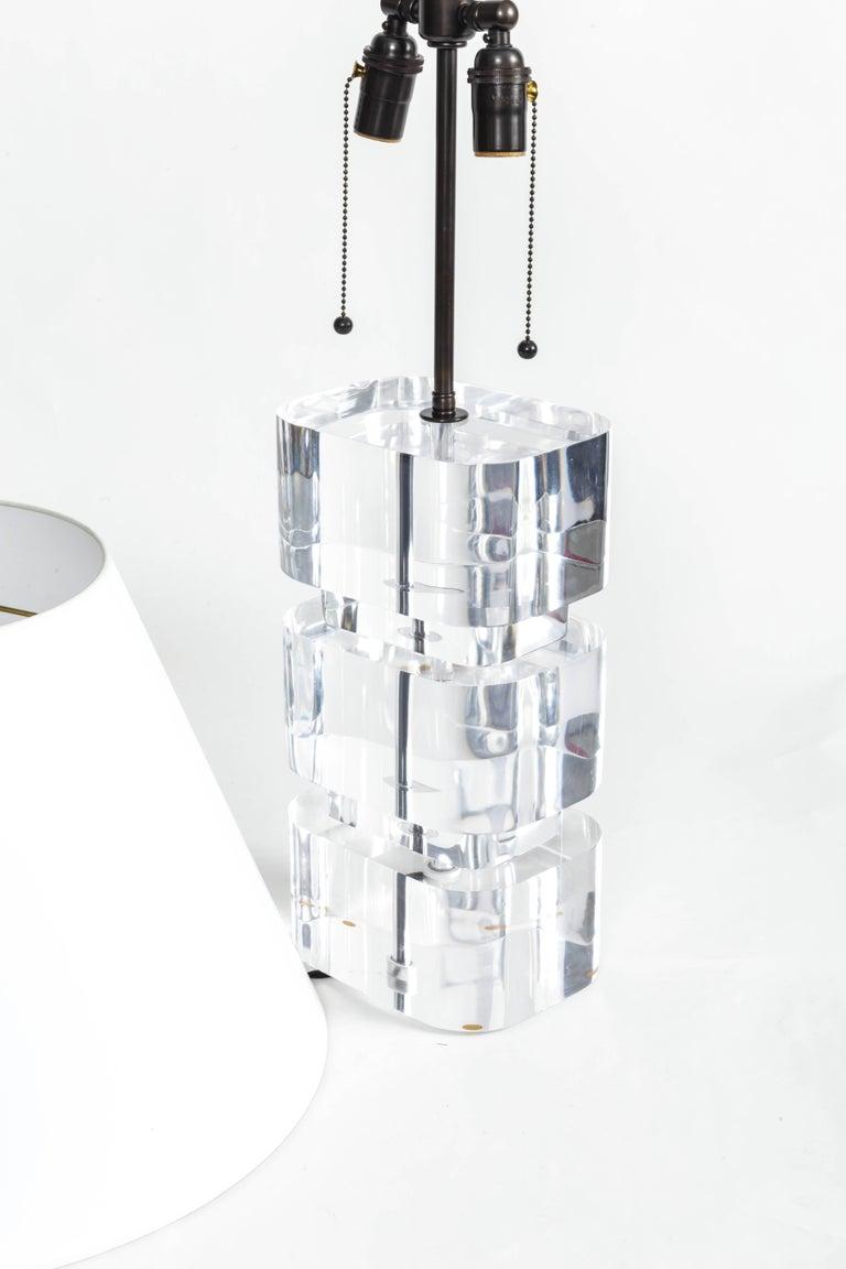 Late 20th Century Liquid Lucite Column Table Lamp For Sale