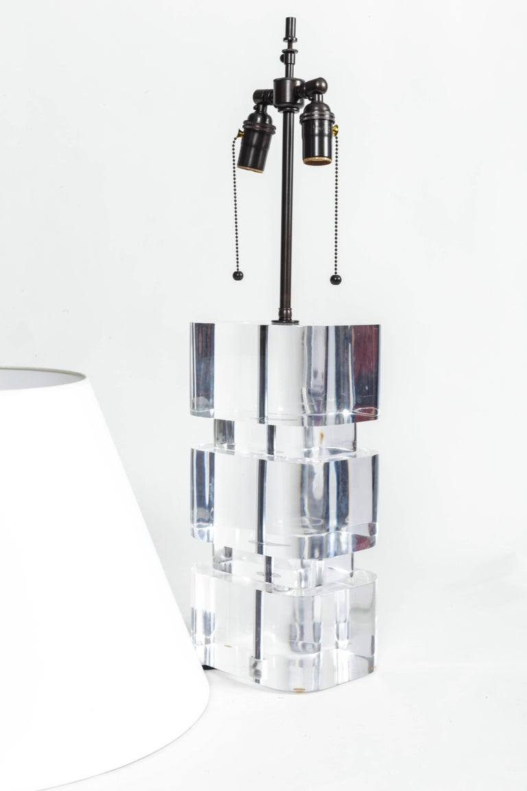 Liquid Lucite Column Table Lamp In Excellent Condition For Sale In East Hampton, NY