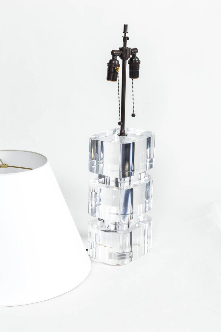 Liquid Lucite Column Table Lamp For Sale 1