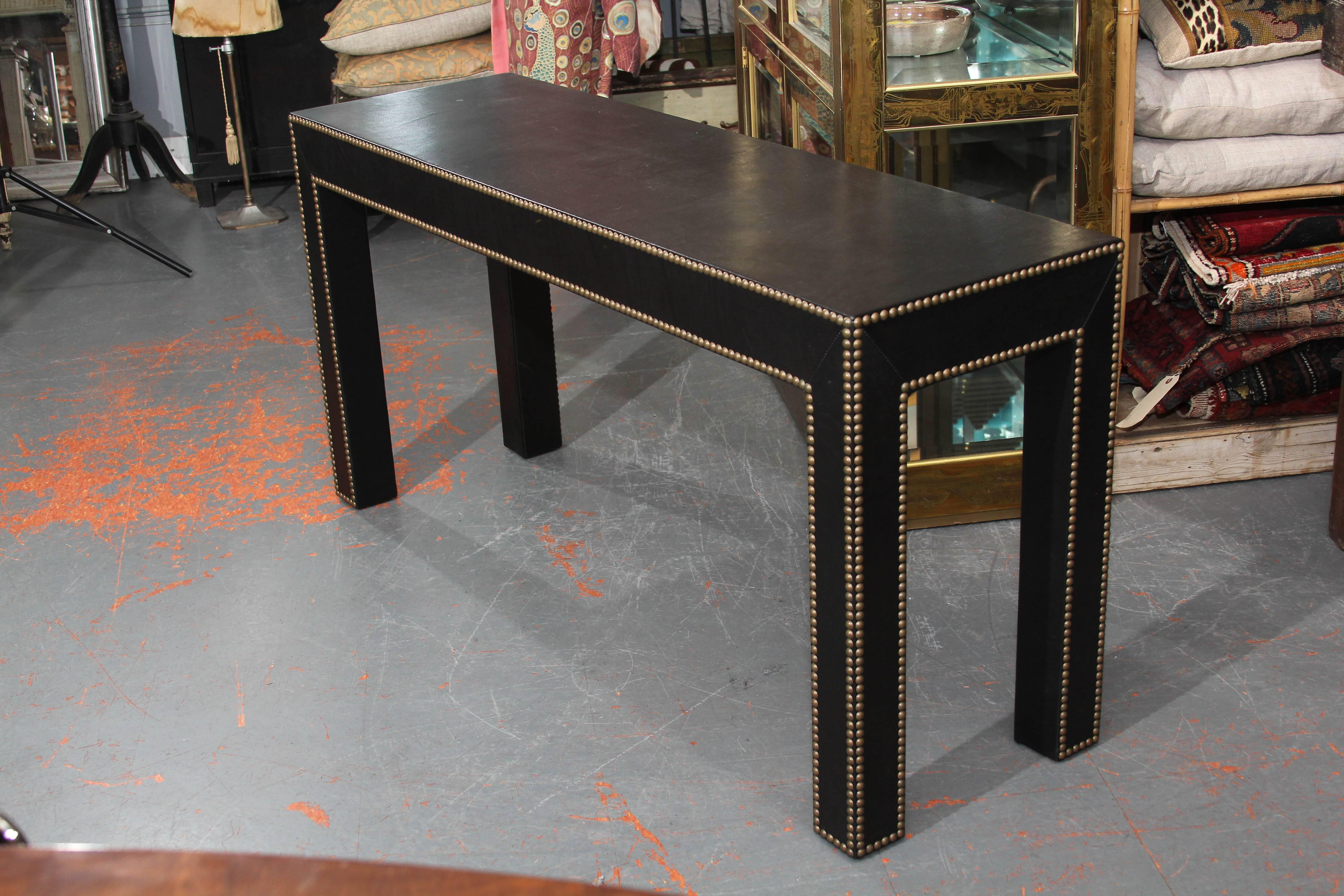 Mid Century Modern Modern Console Table In Black Leather And Nailhead Trim  For Sale