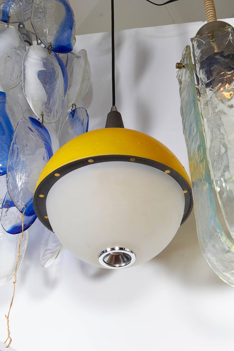 Late 20th Century Italian 1980s Memphis Style Pendant Light For Sale