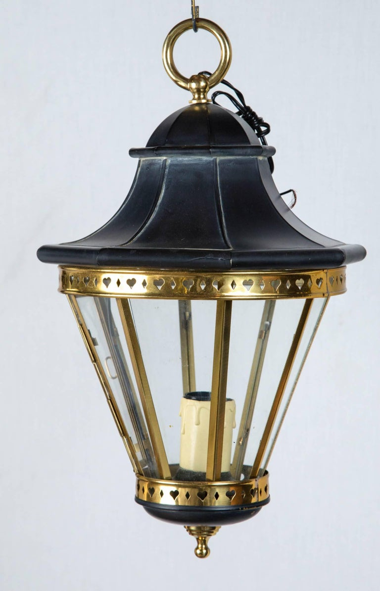 1970s small black metal and brass lantern. New old stock. Includes 20 inches of chain and canopy. Accepts one standard size bulb.