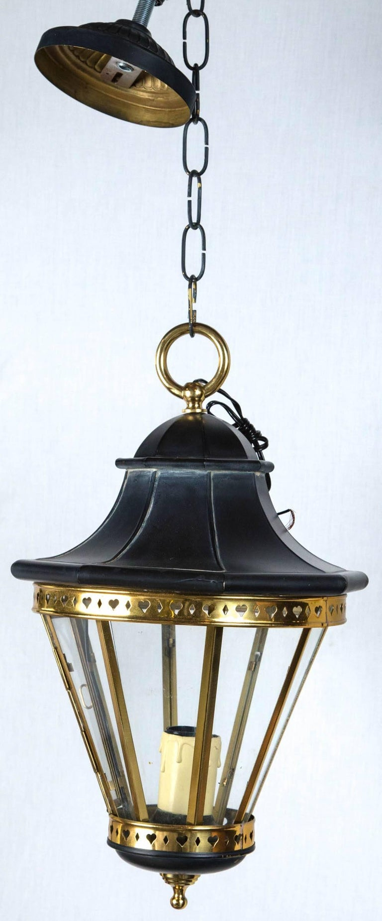 1970s Small Black and Brass Lantern In Excellent Condition For Sale In Stamford, CT