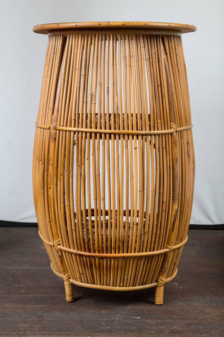 Small Mid-Century Modern Rattan Bar For Sale 4