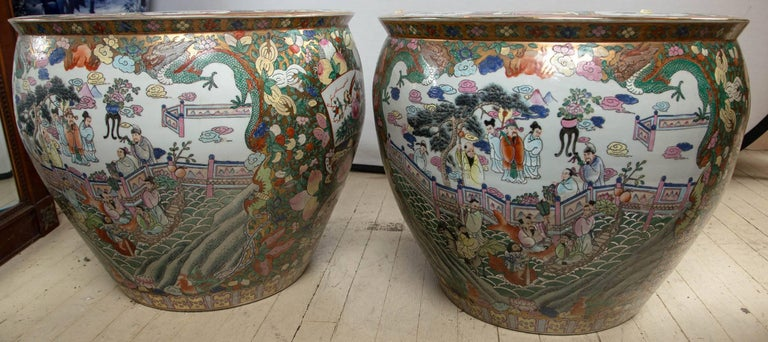 Hand-Painted Pair of Chinese Porcelain Fish Bowls For Sale