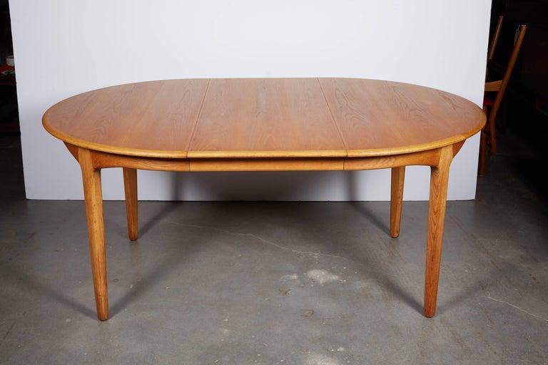 Henning Kjaernulf Round Dining Table 7