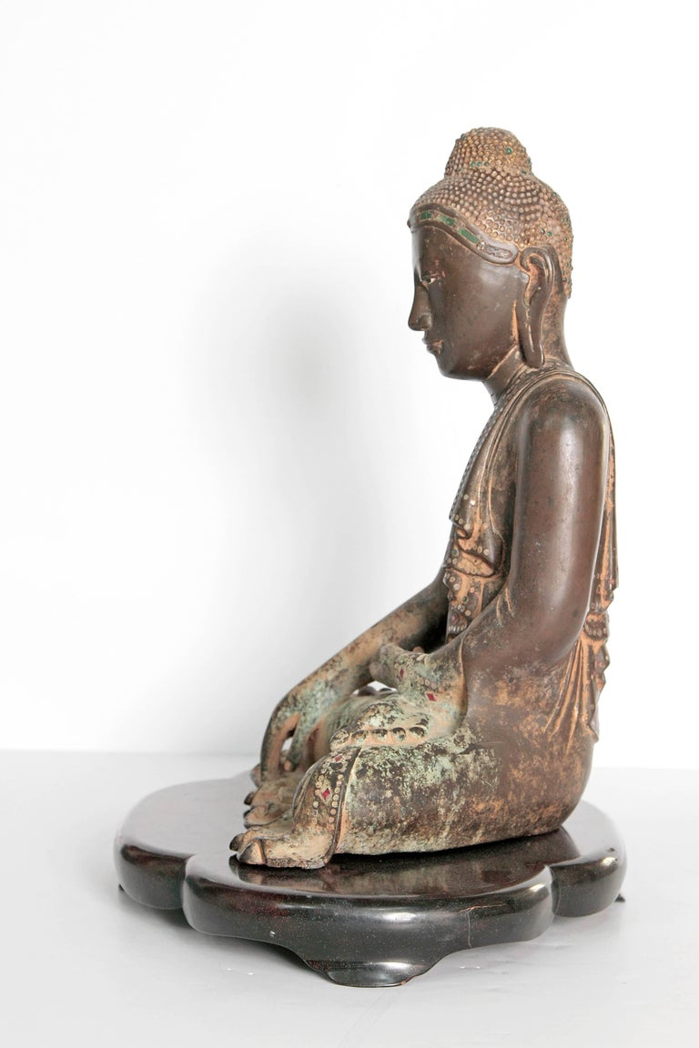 Burmese 19th Century Mandalay Style Buddha of Bronze with Verdigris For Sale