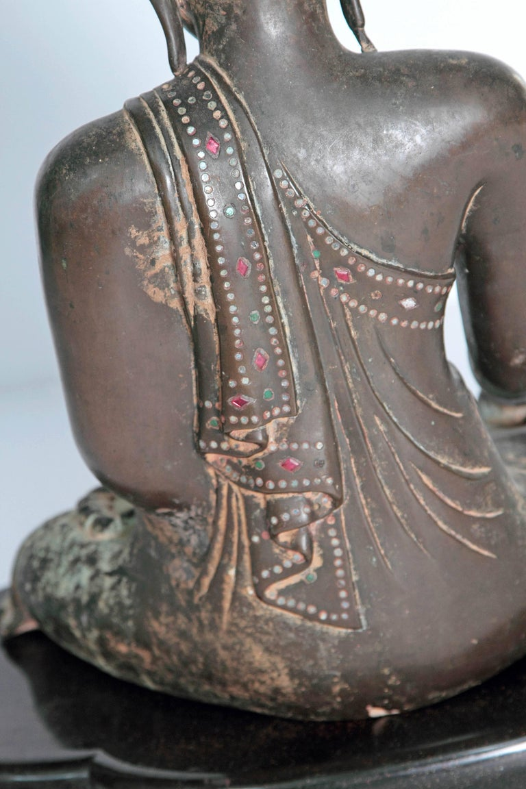 19th Century Mandalay Style Buddha of Bronze with Verdigris For Sale 2