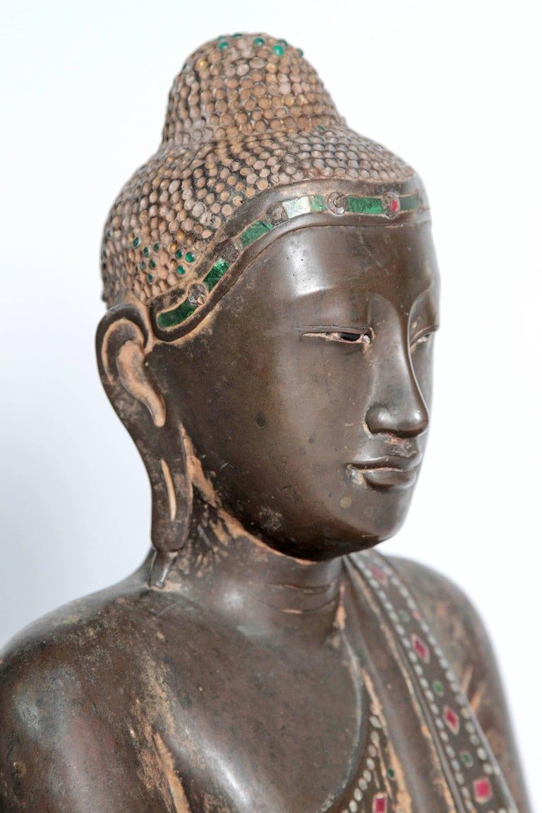 19th Century Mandalay Style Buddha of Bronze with Verdigris For Sale 4