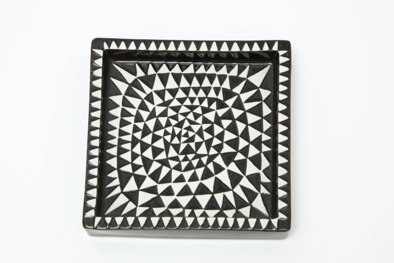 Decorative ashtray by Stig Lindberg, Sweden, circa 1950, from the group called Domino by Gustavsberg.