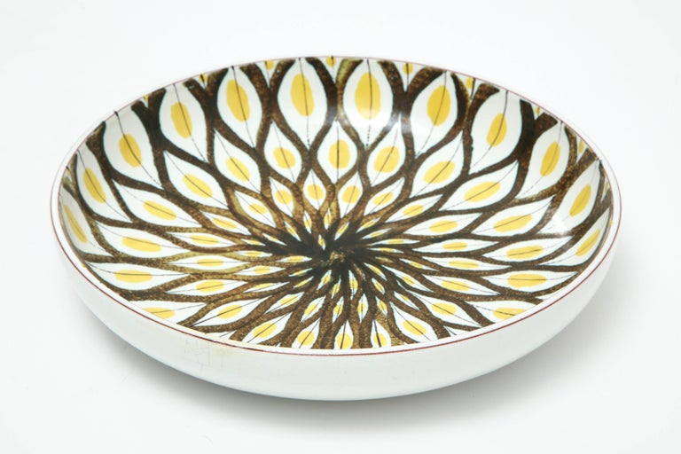 Decorative, large faience bowl by Stig Lindberg, Sweden, circa 1950. Made by Gustavsberg factory.