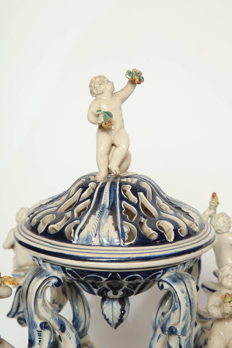 19th Century Italian Blue and White Centre Piece In Good Condition For Sale In New York, NY