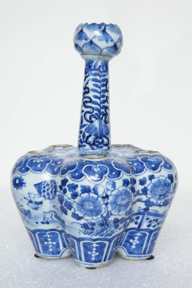 19th Century, Chinese Blue and White Crocus Pot In Good Condition For Sale In New York, NY
