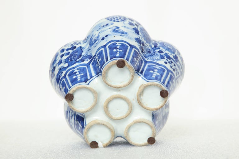 19th Century, Chinese Blue and White Crocus Pot For Sale 4
