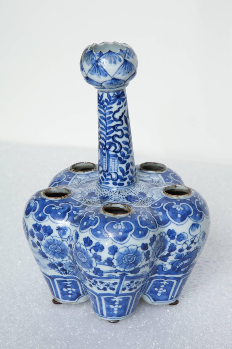 19th Century, Chinese Blue and White Crocus Pot For Sale 5