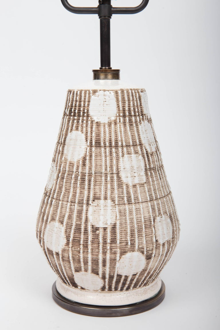 Ceramic Table Lamp in Brown and White with Graphic Dots In Excellent Condition For Sale In East Hampton, NY