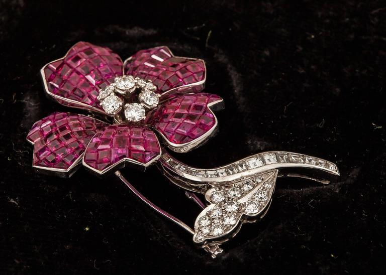 Women's Van Cleef & Arpels Gorgeous Ruby Diamond Gold brooch For Sale