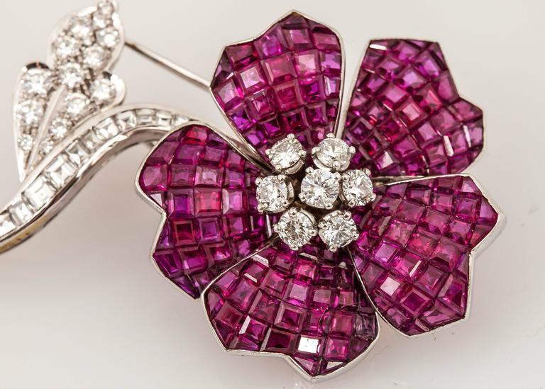 Van Cleef & Arpels Gorgeous Ruby Diamond Gold brooch For Sale 2