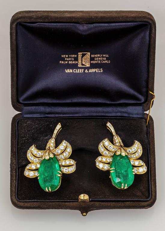 Van Cleef & Arpels Gorgeous Emerald diamond gold Flower earrings  2