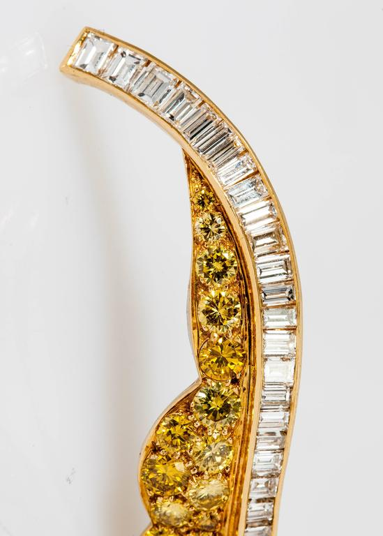 Beautiful Fancy Yellow Diamond Gold Platinum Leaf Brooch In New Condition For Sale In New York, NY