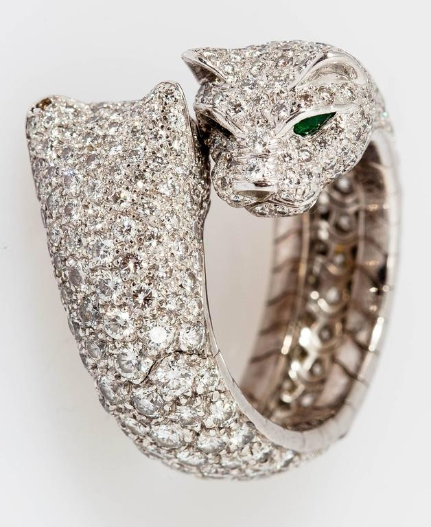 Cartier Stunning double panther emerald diamond gold ring In As New Condition For Sale In New York, NY