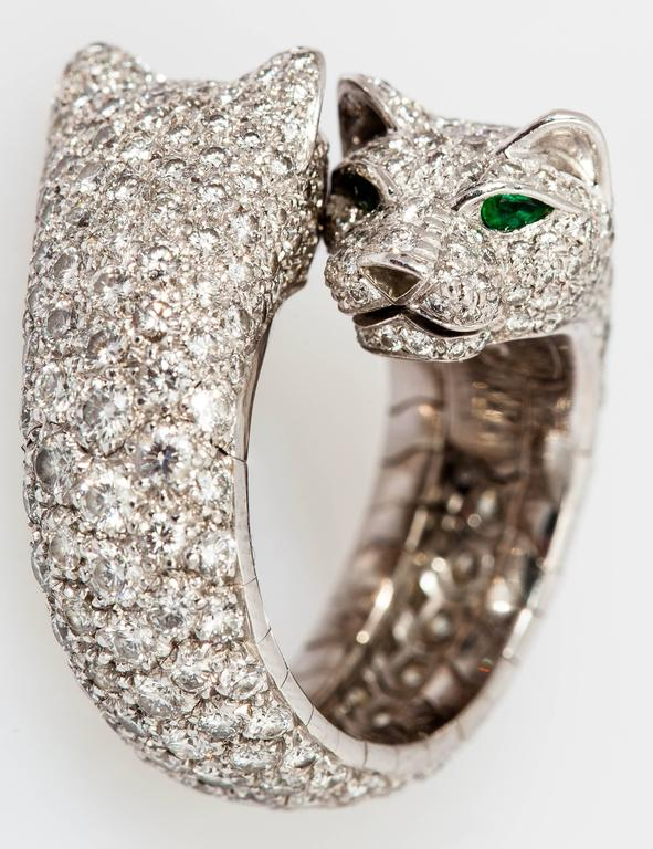 Women's Cartier Stunning double panther emerald diamond gold ring For Sale
