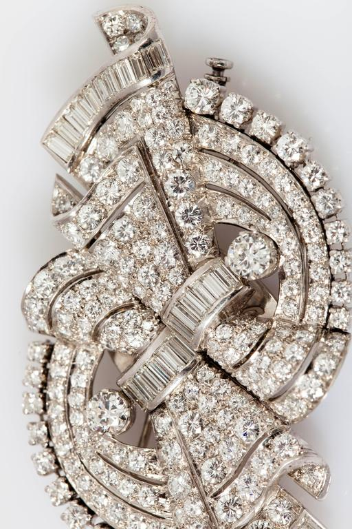 Beautiful Art Deco Diamond Platinum Double Clip Brooch In New Condition For Sale In New York, NY