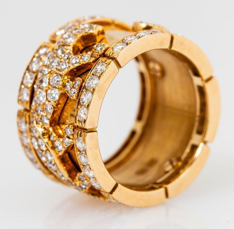 Cartier diamond gold walking panther ring In As New Condition For Sale In New York, NY