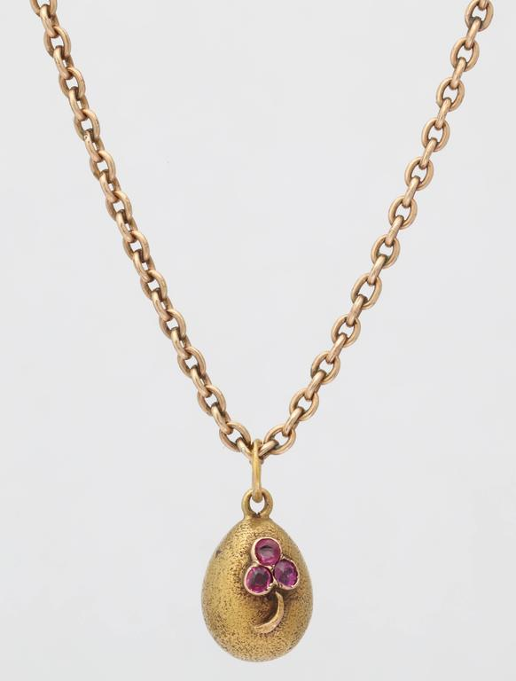 1900s Russian Ruby Gold Easter Egg Pendant In Excellent Condition For Sale In New York, NY