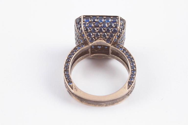"""Solange 6.00 ct Blue Sapphire Gold """"Cup"""" Ring 4"""