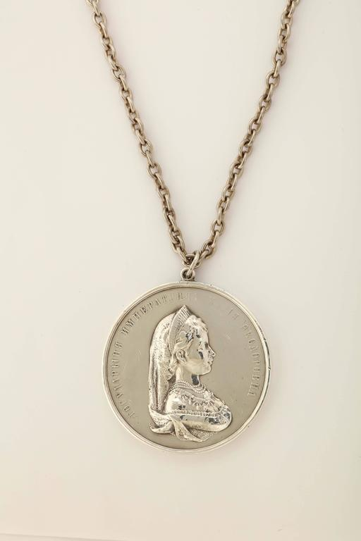 1890s Russian Silver Empress Maria Feodorovna Medallion In Excellent Condition For Sale In Lewiston, NY