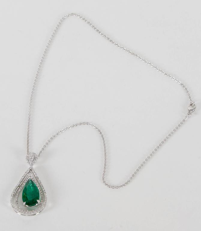 Green Emerald and Diamond Pendant In New Condition For Sale In New York, NY