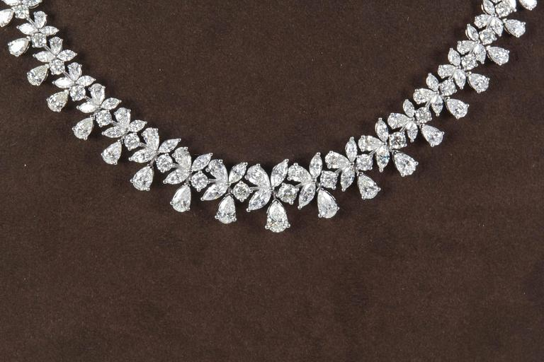 A fabulous necklace in a timeless design.