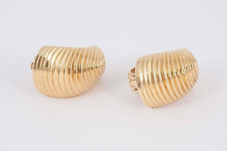 Tiffany & Co. Gold Clip Earrings In Excellent Condition For Sale In London, GB
