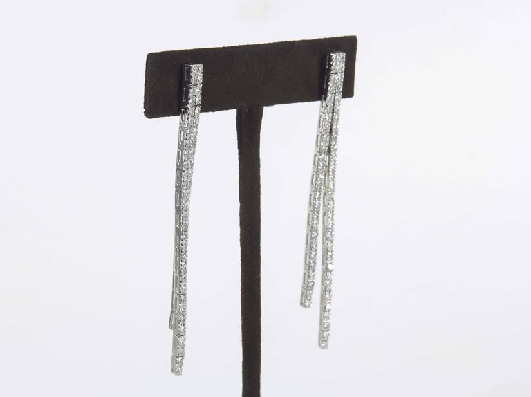 Contemporary Diamond Line Dangle Earrings In Excellent Condition For Sale In New York, NY