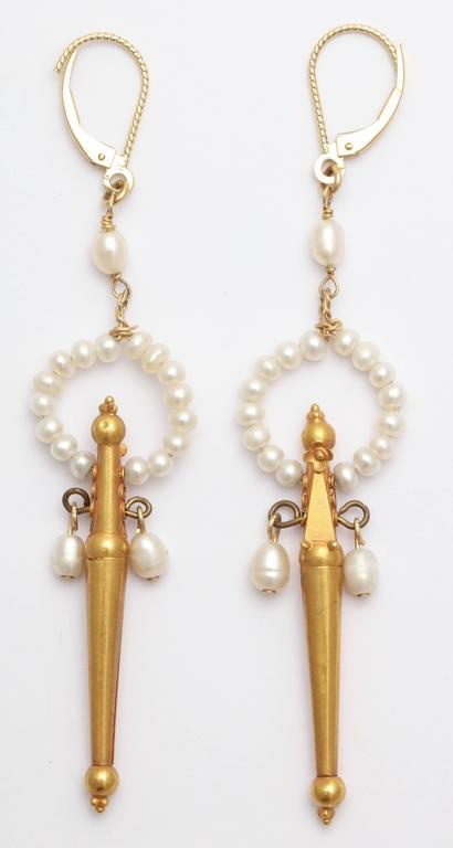 Classical Gold and Pearl Fringe Necklace and Earrings For Sale 1