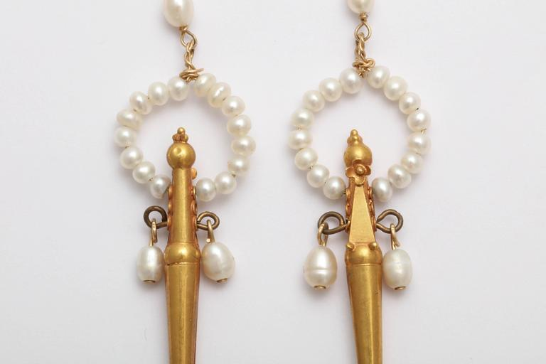 Classical Gold and Pearl Fringe Necklace and Earrings For Sale 2