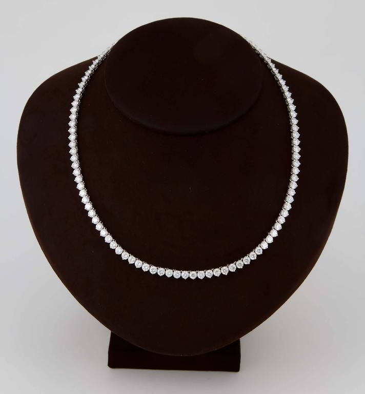 Fine Three Prong Diamond Tennis Necklace In New Condition For Sale In New York, NY