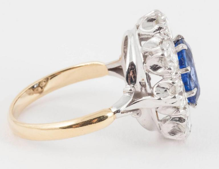 Modern Natural Ceylon Sapphire Diamond cluster ring For Sale
