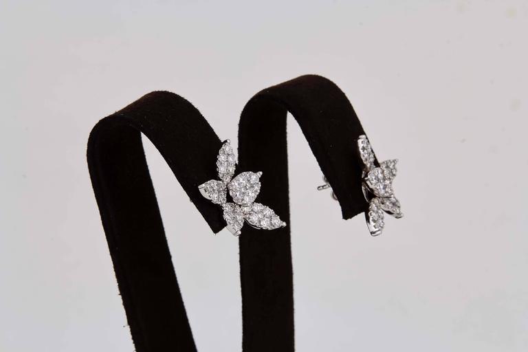 Women's Classic Diamond Gold Cluster Earrings For Sale