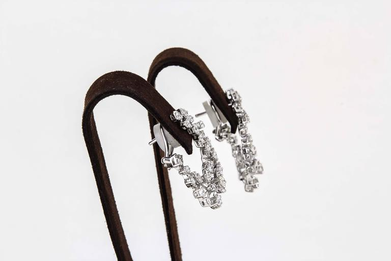 Diamond Scene 3.91 Carat Diamonds Gold Swirl Hoop Earrings In New Condition For Sale In New York, NY