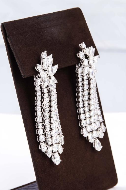 Important Diamond Platinum Dangle Earrings In New Condition For Sale In New York, NY